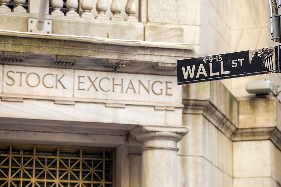 Obchodníci s akciemi vydělávají hodně peněz